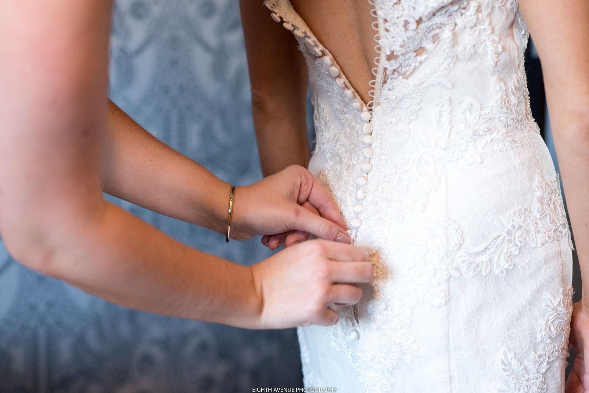 Doing wedding dress up bride